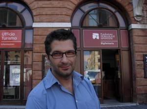 Leo-Muscato_regista_davanti-al-Teatro-Pergolesi-di-Jesi-300×224
