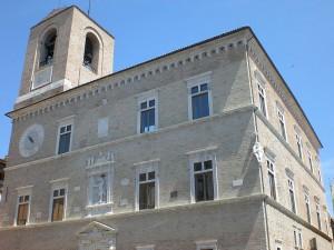 800px-Jesi_Palazzo_della_Signoria-300×225-1