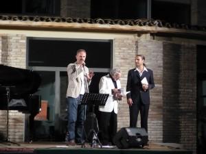 sindaco-bacalov-peloni-alla-fine-del-concerto-300×225