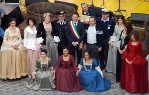 festa-visciola-2012-sindaco-barcaglioni-e-autorità-con-le-zitelle-1-300×193