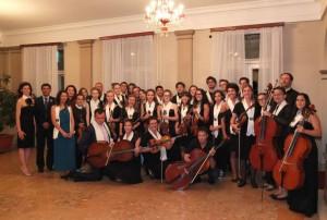lOrchestra-giovanile-Marche-Sarajevo-e-Gerusalemme-al-teatro-di-Satajevo-2013-300×202