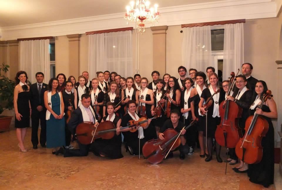 lOrchestra-giovanile-Marche-Sarajevo-e-Gerusalemme-al-teatro-di-Satajevo-2013