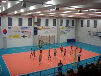 la-squadra-femminile-di-pallavolo-gioca-al-palazzetto-dopo-il-restyling