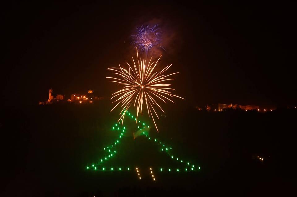Castelbellino, accensione dell'Albero Luminoso e mercatini natalizi (8 e 11 dicembre)