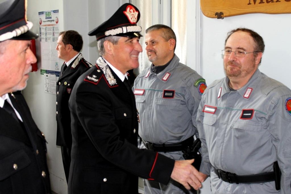 Il-generale-incontra-i-carabinieri-forestali