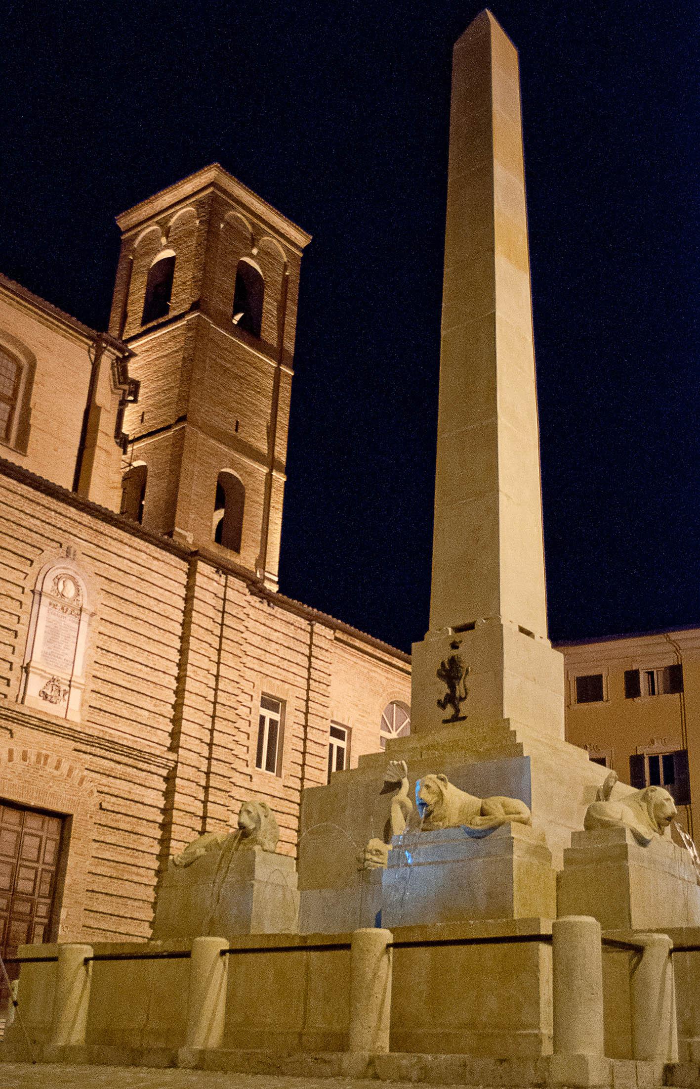 Jesi_Piazza_Federico_II_e_chiesa_di_San_Floriano_ok