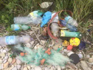 spiaggia rifiuti