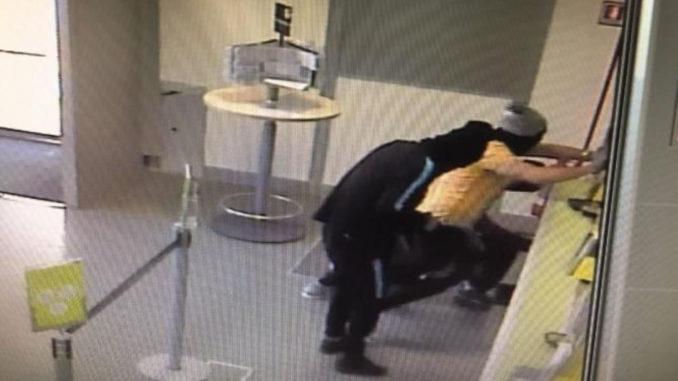 Ufficio Postale San Giovanni Bianco : Cinquina spaccata alle poste di via tor san giovanni arrestato