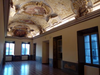 Palazzo-Honorati-Salone-Stucchi