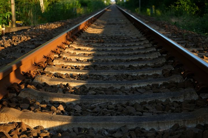 track-1603554__480
