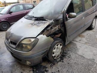 incendio-auto-via-mezzoleni