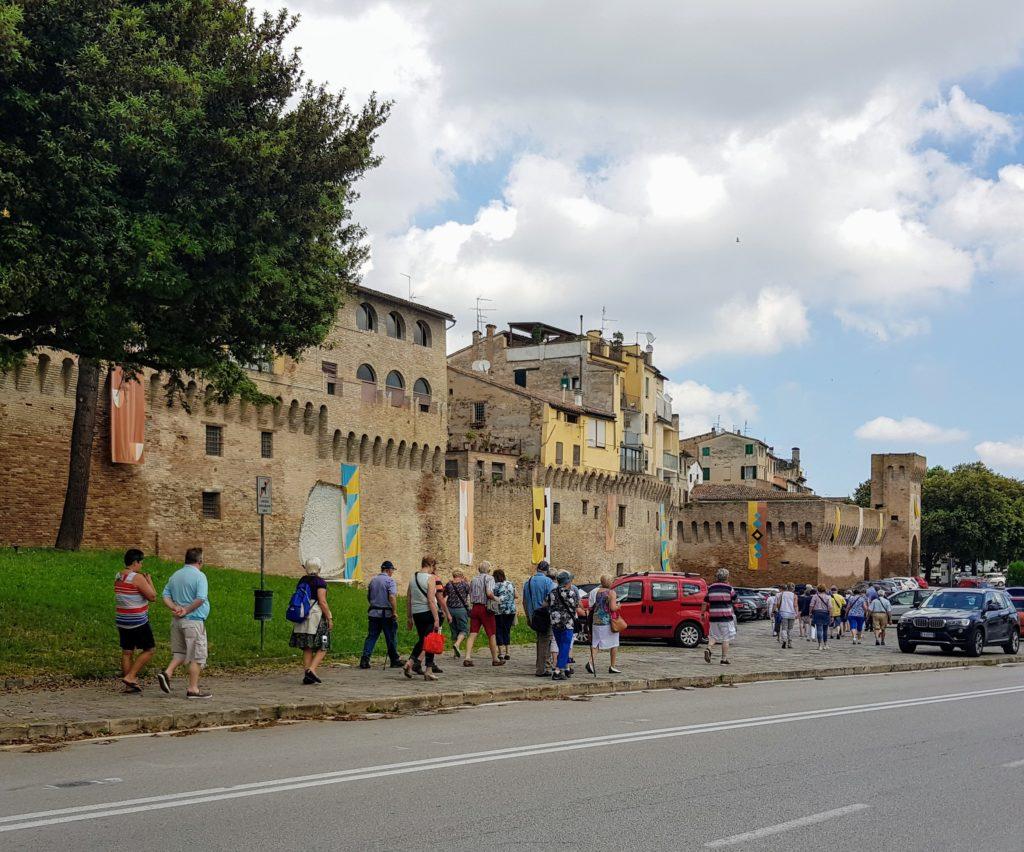 Jesi turismo in crescita aumenta il numero di visitatori for Numero deputati e senatori italiani