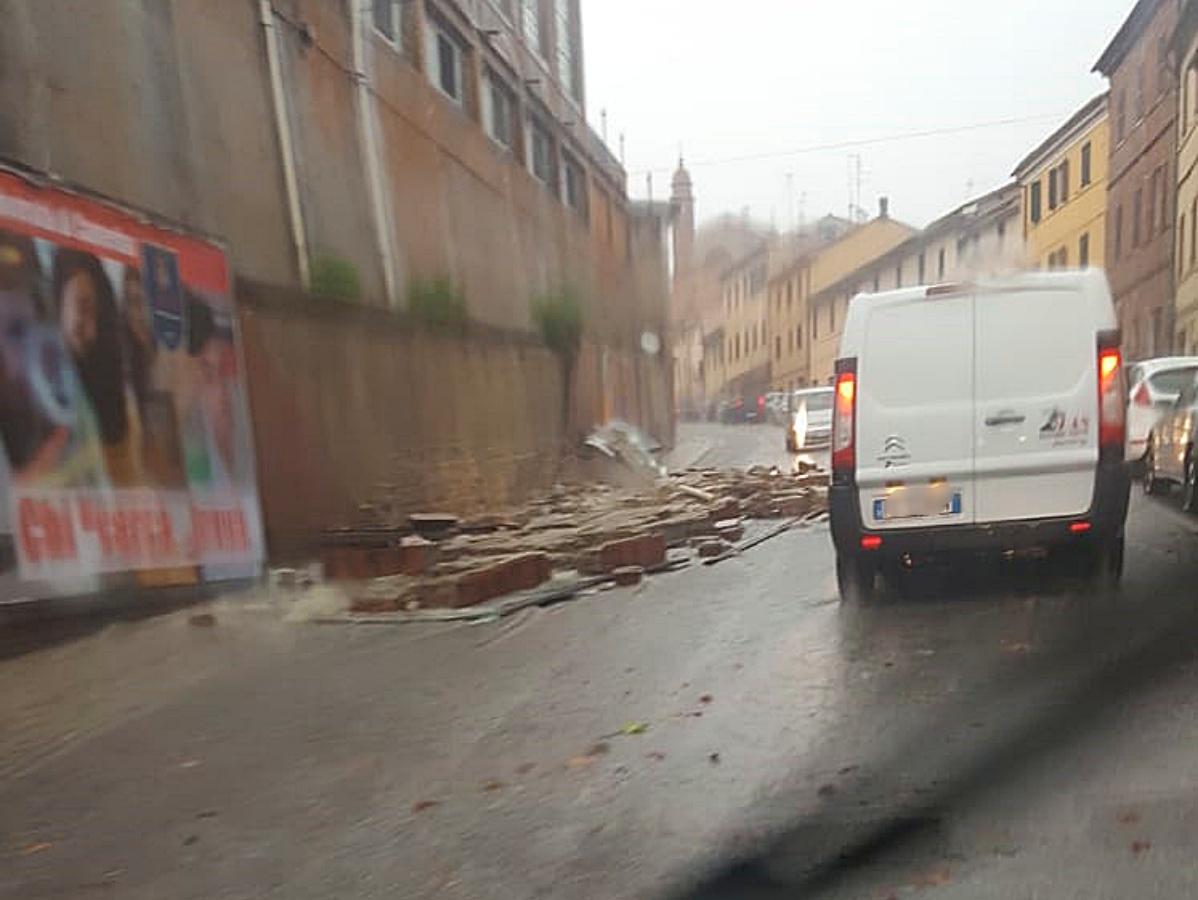 muro via roma