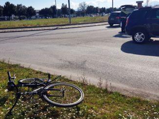 donna bici incidente