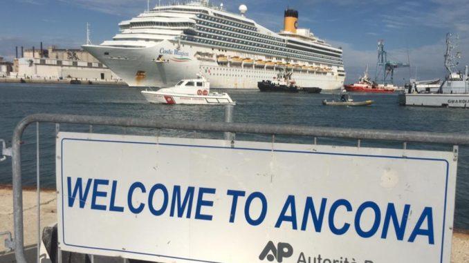 La nave Costa Magica è arrivata ad Ancona