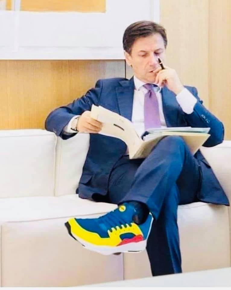 Meme con Conte e le scarpe Lidl