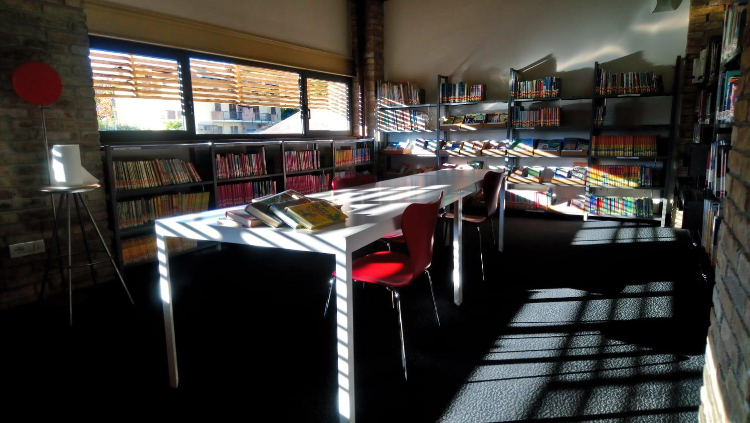 4_biblioteca sale vuote
