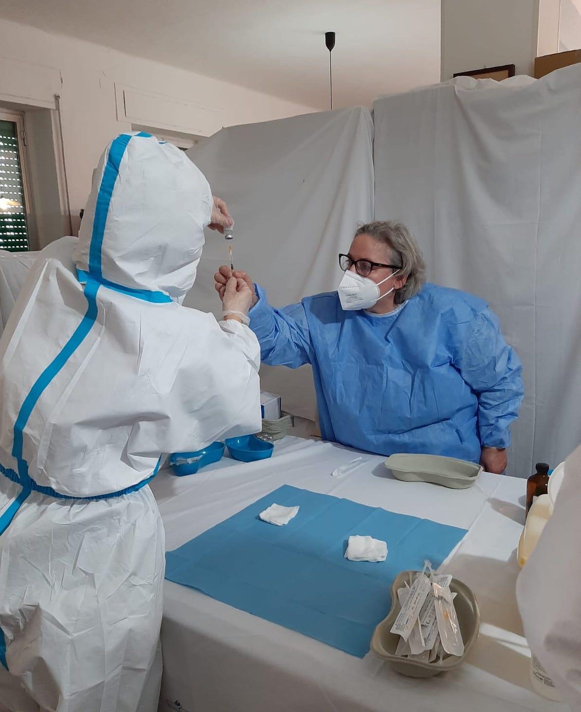 preparazione-dosi-vaccini